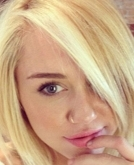 Miley Cyrus Unveiled New Haircut and New Blonde Color