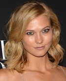 Karlie Kloss' Layered Wavy Bob