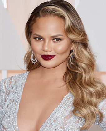 Chrissy Teigen's perfect one shoulder waves
