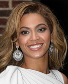Beyonce with Sexy Shoulder Length Wavy Hairstyle