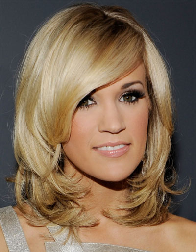 Carrie Underwood's Side Swept Blonde Hairstyles
