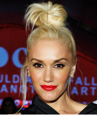 Gwen_Stefani_Rocks_Twisted_Top_Knot_To_M