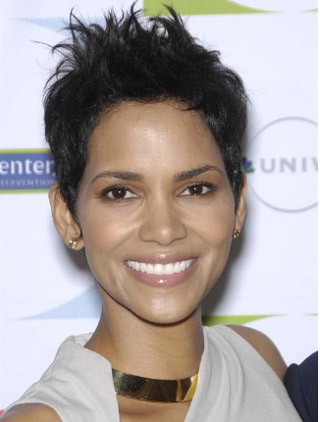 Halle Berry's Chic Pixie Hairstyle