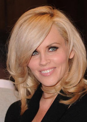 Jenny McCarthy's Blonde Wavy Hairstyle