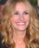 Julia Roberts's Long Loose Hairstyle with Waves at 2010 Golden Globe Awards
