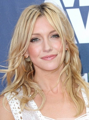 Katie Cassidy S Long Center Parted Curly Hairstyle