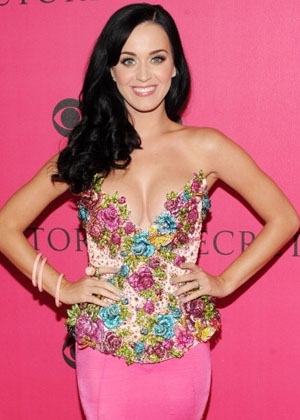 Katy Perry's Side-Swept Curly Hairstyle
