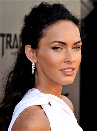 Megan  Hairstyles on Megan Fox Wearing Half Up Half Down Hairstyle At The Premiere Of