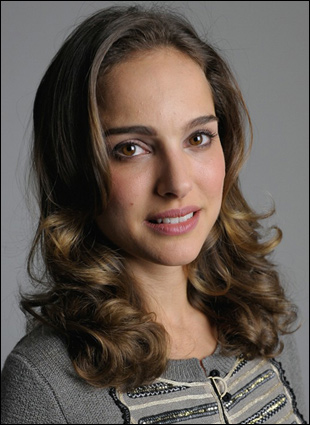 natalie portman curly hair. Natalie Portman Curly Hairstyle