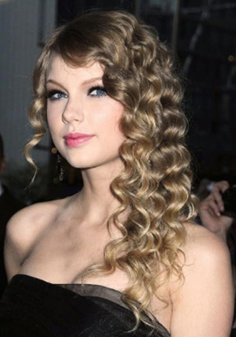 Taylor Swift's Brown Spiral Curls