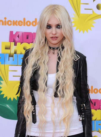 Taylor Momsen's Extremely Long Hair Extension