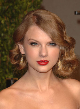 Taylor Swift Haircut on Taylor Swift Wowed With An Amazing Hairstyle At The Vanity Fair Oscar