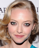 Amanda Seyfried's Low Bun with Waves Hairstyle