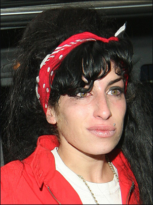 Amy Winehouse Likes Beehive Hairstyle with Hair Band