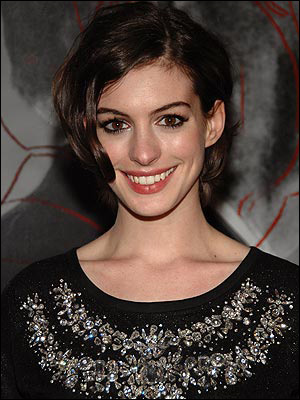 Anne Hathaway's Medium Curly Hairstyle