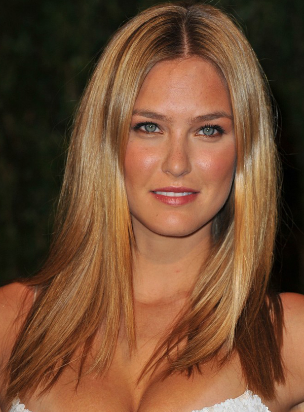Bar Refaelis Medium Parted Long Hairstyle At 2010 Oscars After Party