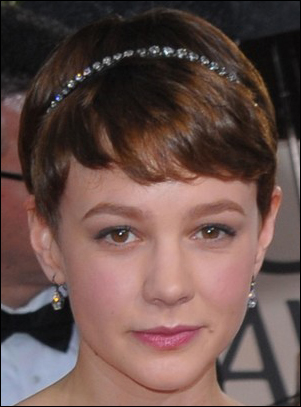 Carey Mulligan's Cute Short Hairstyle with Headband at 2010 Golden Globe