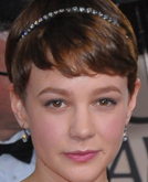 Carey Mulligan's Cute Short Hairstyle with Headband at 2010 Golden Globe Awards