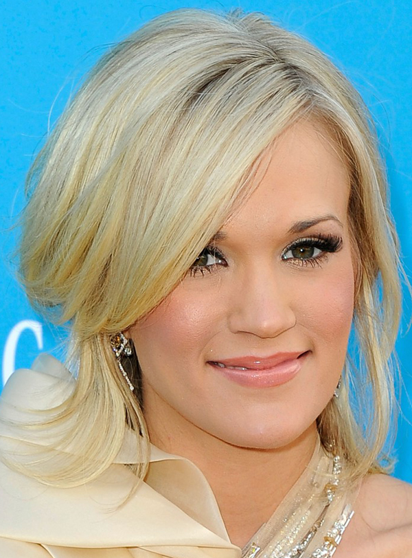 carrie underwoods half up half down hairstyle at 2010 acm