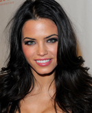 Jenna Dewan's Mid-parted Long Curly Hairstyle