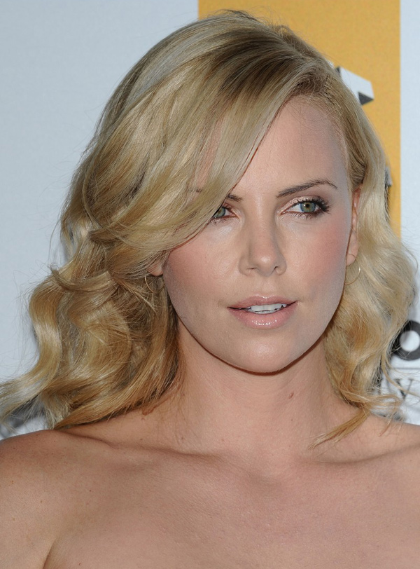 Charlize Theron's Round Curls Hairstyle