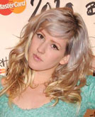 Ellie Goulding's Grey Blonde Curly Hairstyle
