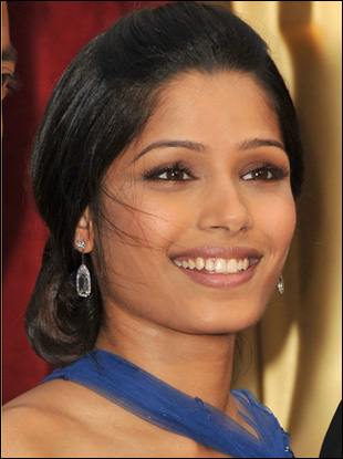 Freida Pinto Low Bun Hairstyle at Oscar 2009