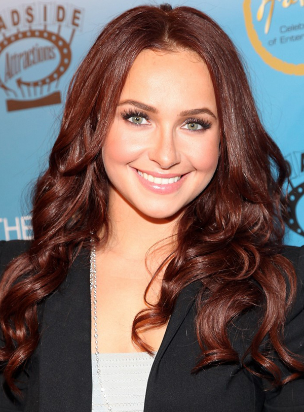 Hayden Panettiere 39s Mediumparted Lonw Wavy Hairstyle Posted by Spanish