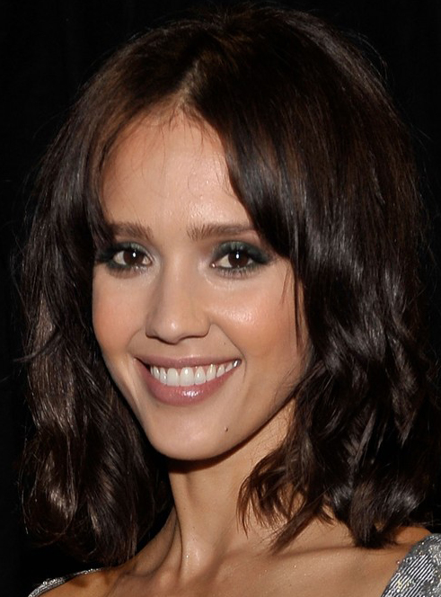 Jessica Alba's Shoulder Length Hairstyle with Waves at 2010 People's Choice Awards