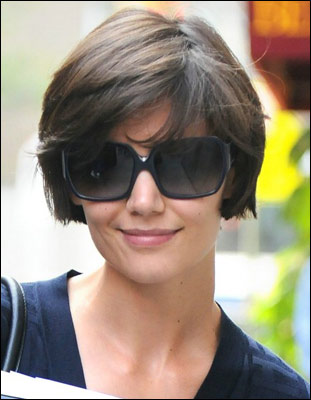 Katie Holmes Leaves Rehearsals for Her New Play on Broadway