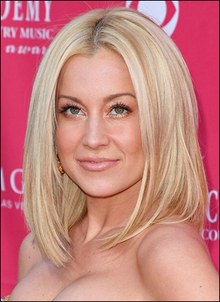Young Celebrities on Kellie Pickler Shoulder Length Bob Hairstyle At Acms 2009