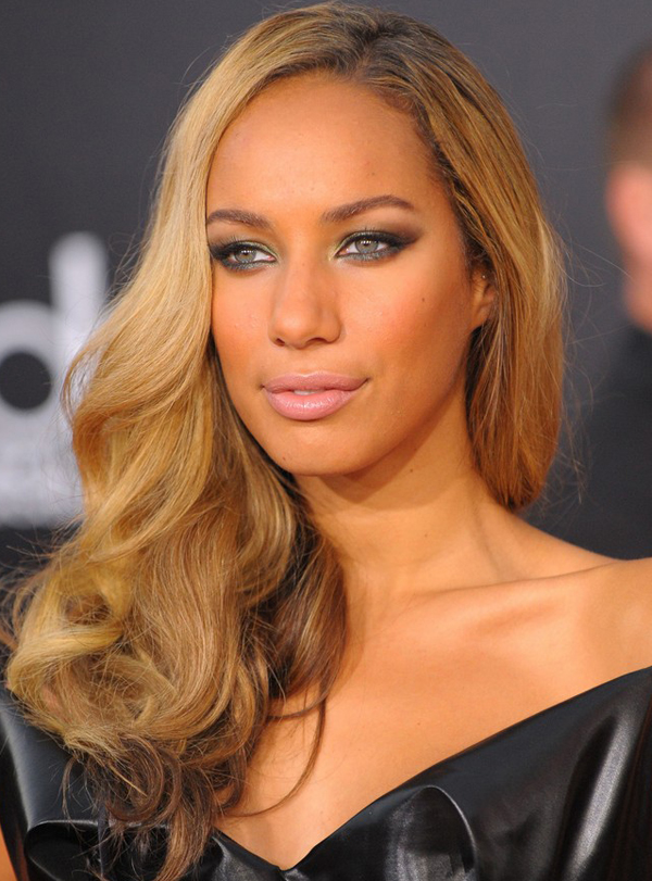 Leona Lewis's Deep Side-parted Curly Hairstyle at the 2009 American Music Awards