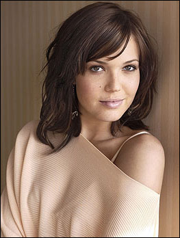 Mandy Moore Medium Hairstyle