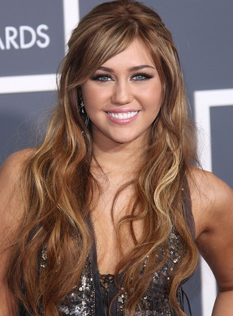 Miley Cyrus Long Loose Wavy Hairstyle