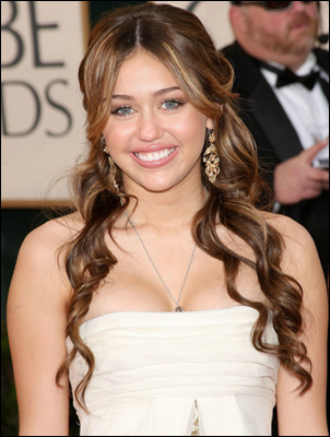 Miley Cyrus's Long Curly Hairstyle at Golden Globes 2009