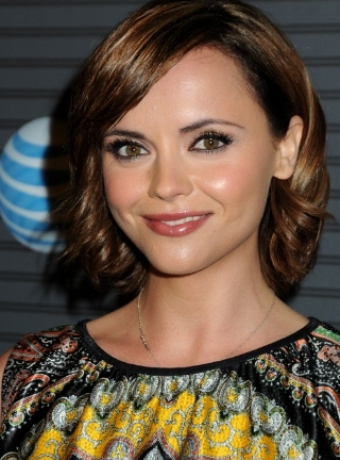 Christina Ricci showed off her layered chestnut hairstyle at the Blackberry ...