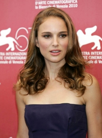 natalie portman haircut 2010. Natalie Portman's Medium Hairstyle