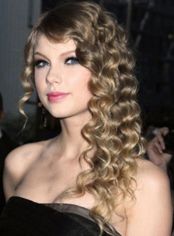 Taylor Swift Brown Hair. Taylor Swift#39;s Brown Spiral