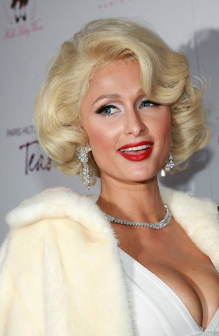 Paris Hilton Retro Platinum Bob