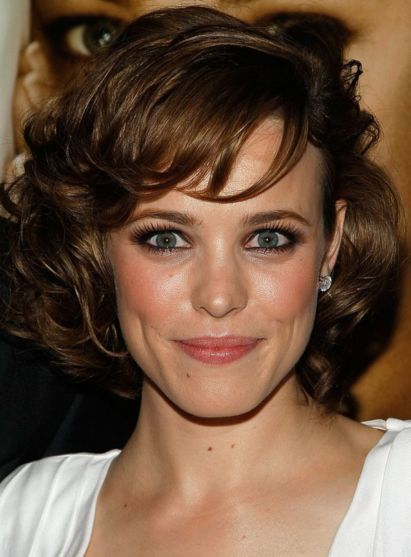 Rachel McAdams's Medium Curly Hairstyle with Bangs