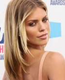 AnnaLynne McCord's Center Parted Straight Hairstyle