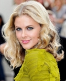 Donna Air's Medium Curly Hairstyle
