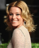 Elizabeth Banks' Center-Parted Shoulder-Length Waves