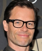 Guy Pearce's Short Hairstyle with Glasses