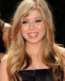 Jennette McCurdy's Long Wavy Tresses