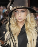 Ke$ha 's Long Messy Curly Hairstyle at the 2010 MMV