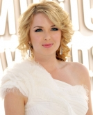 Kirsten Prout's Blonde Curly Hairstyle