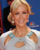 Lara Spencer's Side Swept Chignon