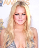 Lindsay Lohan's Long Pale Golden Blonde Wavy Hairstyle at the 2010 MTV Movie Awards