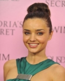 Miranda Kerr's smooth Top-knot